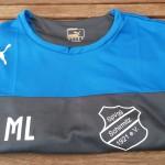 Das neue T-Shirt mit Logo und Spieler-Initialen